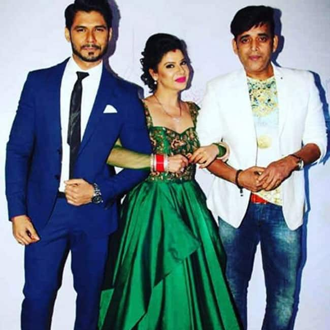 Sambhavna Seth with husband and Ravi Kishan during wedding reception