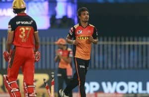 RCB vs SRH 2020, IPL Match 52 in Pictures: Jason Holder, Sandeep Sharma Star as Sunrisers Hyderabad Beat Royal Challengers Bangalore to Keep Playoff Hopes Alive
