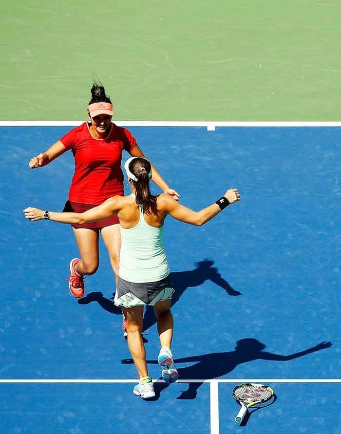 Sania Mirza and Martina Hingis clicked after winning US Open 2015