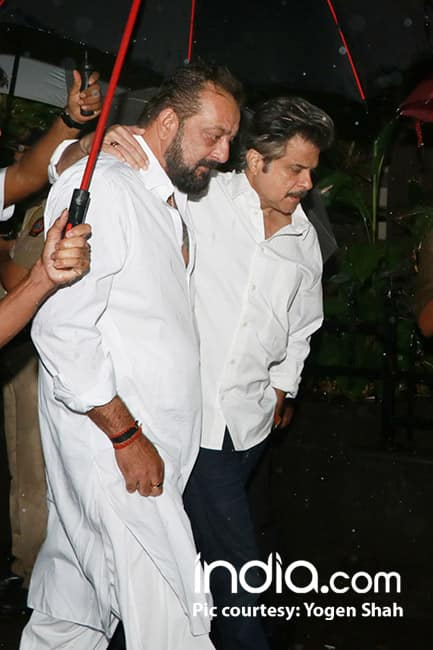 Sanjay Dutt with Anil Kapoor at Shashi Kapoor   s funeral