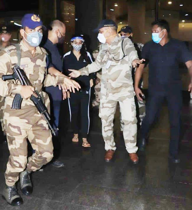 Sara Ali Khan reaches Mumbai from Goa