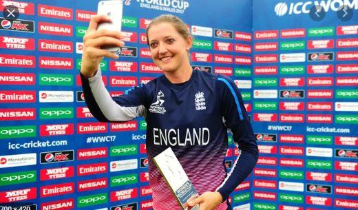 Sarah Taylor Clicking The  Perfect Selfie