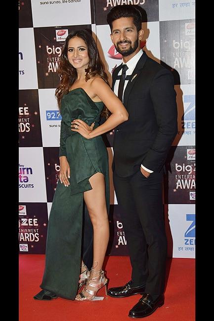 Sargun Mehta with husband Ravi Dubey at red carpet of Big Zee Entertainment Awards 2017
