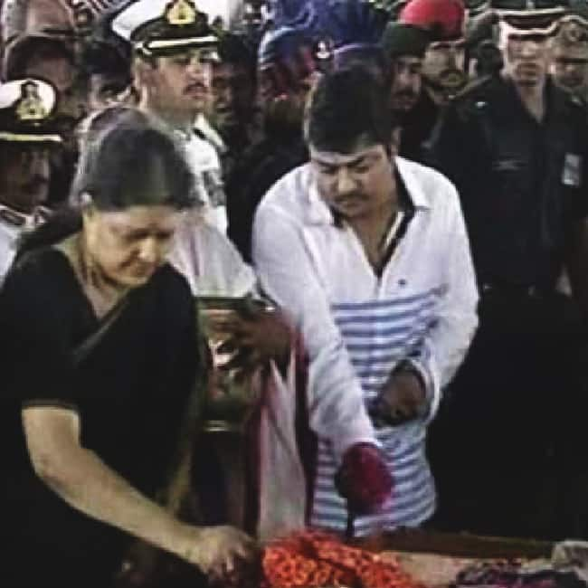 Sasikalaa Natarajan performed all the last rites rituals of Jayalalithaa