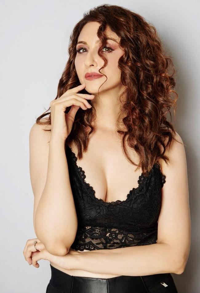 Saumya Tandon Aka Anita Bhabhi breaks the internet with hot and sexy pics