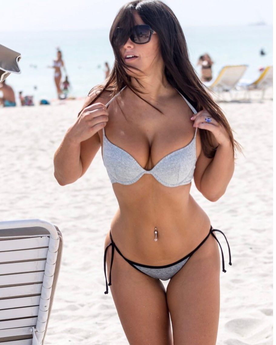 Sexy Claudia Romani Flaunts Her Rack