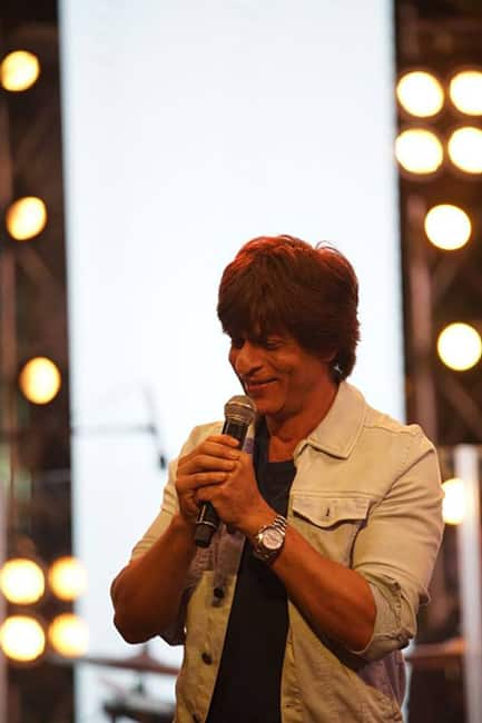 Shah Rukh Khan snapped at Farhan Akhtar   s Lalkaar concert