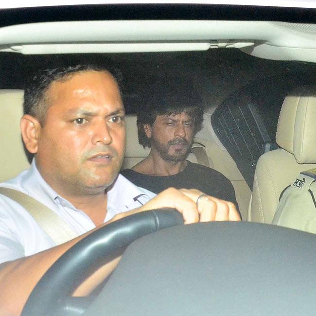 Shah Rukh Khan snapped prior to Phillauri movie screening