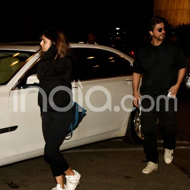 Shah Rukh Khan Suhana Khan spotted at airport