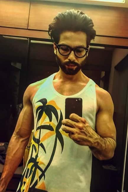 Shahid Kapoor clicks a pic during workout in gym