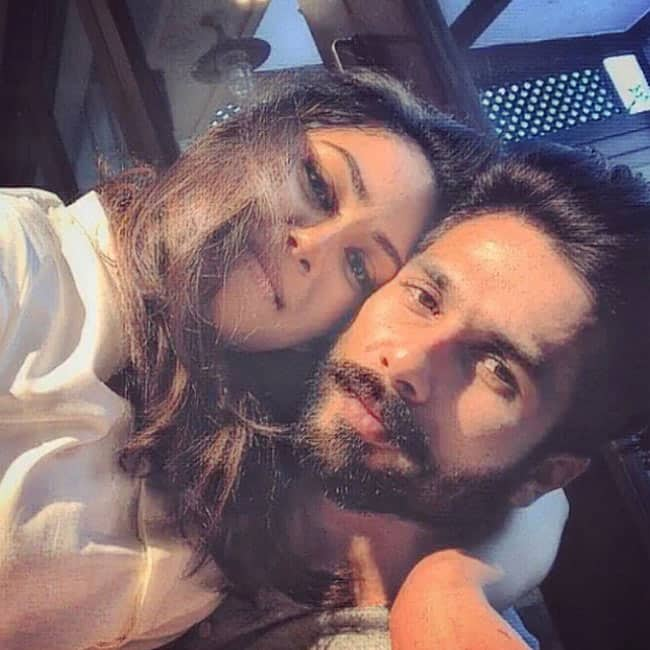 Shahid Kapoor poses with wife Mira Rajput