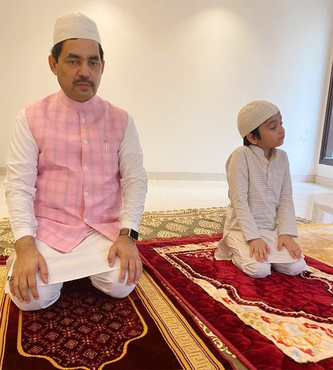 Shahnawaz Hussain offer prayers at his home