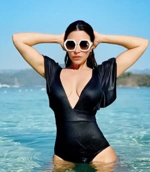 In PHOTOS: Shama Sikander Goes Bold in Quarantine, Says 'It's Getting HOT in Here'