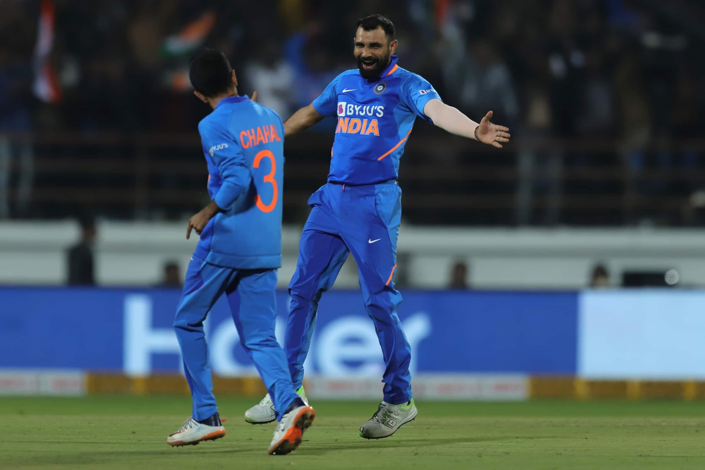 Shami Sizzles With Corker Yorkers   Ind v Aus