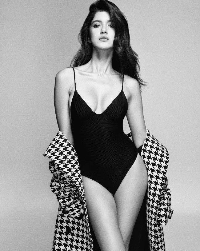 Shanaya Kapoor wears a black swimsuit in new photoshoot