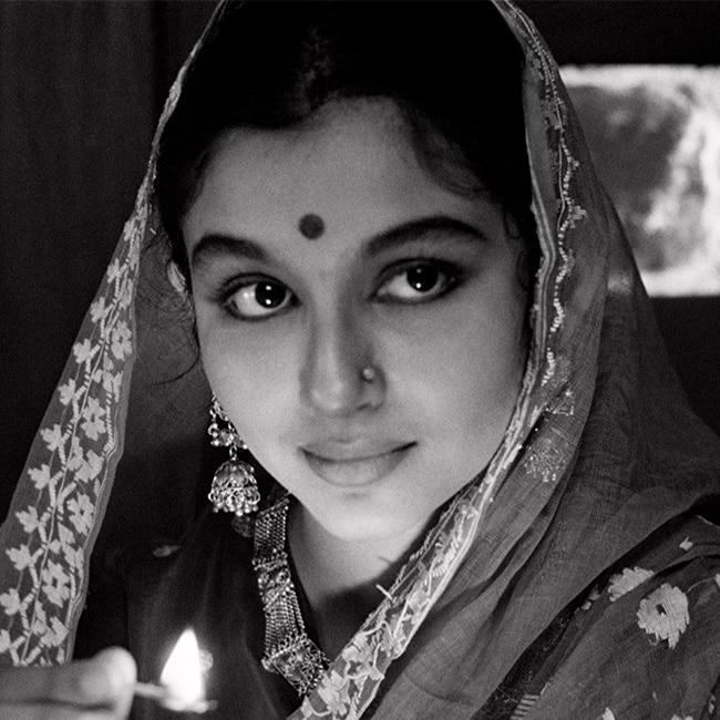 Sharmila Tagore in Apur Sansar