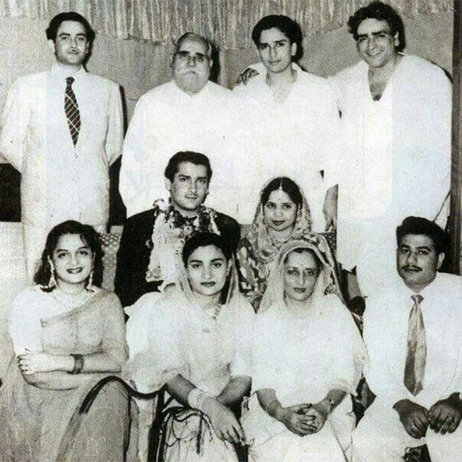 Shashi Kapoor with his complete family on Shammi Kapoor   s wedding