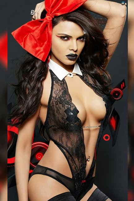 Sherlyn Chopra Poses For A Smoking Hot Picture