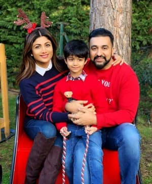 Merry Christmas 2018: Bollywood Celebrities Extend Their Wishes to Fans And Followers