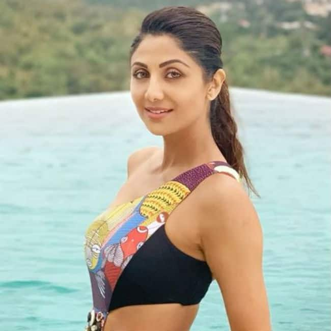 Shilpa Shetty Swimwear And Bikini Pictures-4200