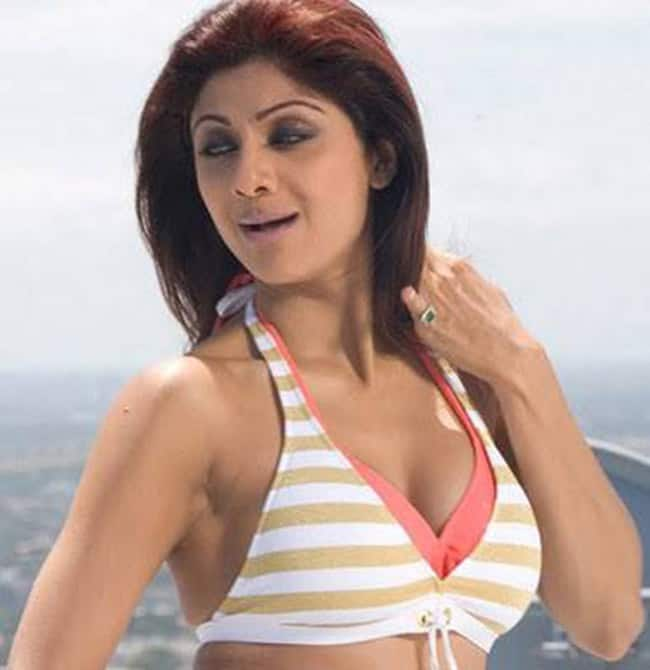 Shilpa Shetty Swimwear And Bikini Pictures-5083