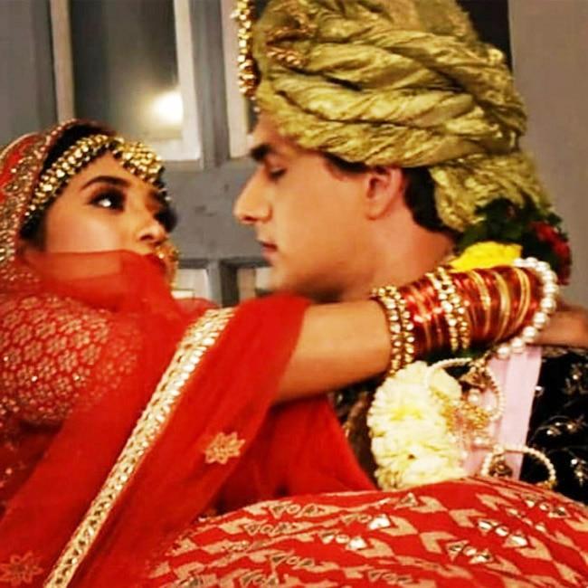 Shivangi Joshi And Mohsin Khan s Romantic Moment