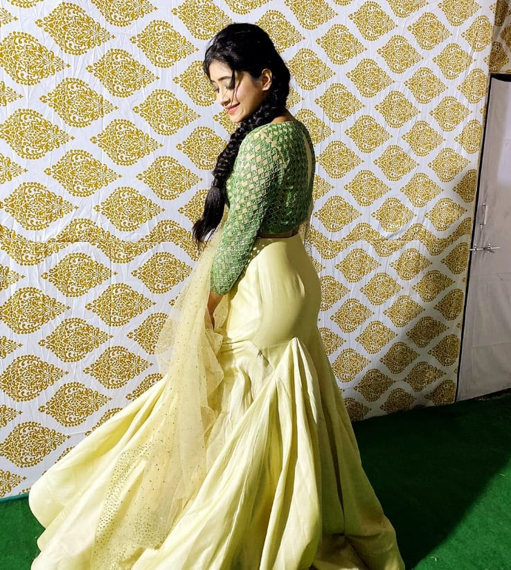 Shivangi Joshi Looks Breathtaking in Green Golden Lehenga And Minimal Jewellery