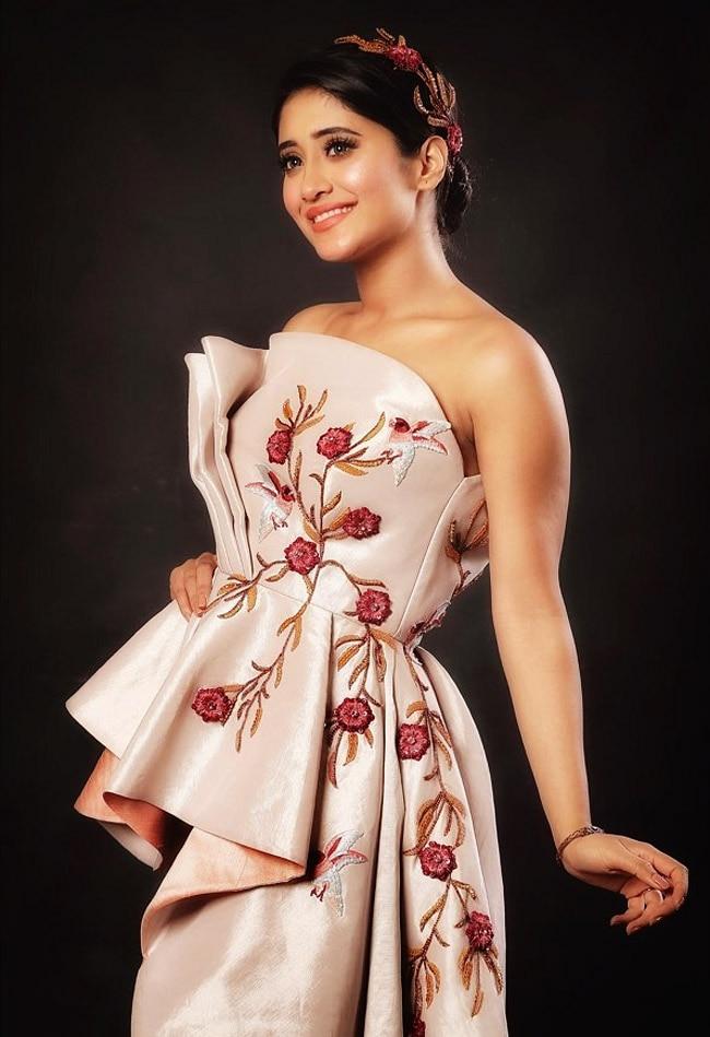 Shivangi Joshi looks gorgeous in a sexy tube dress