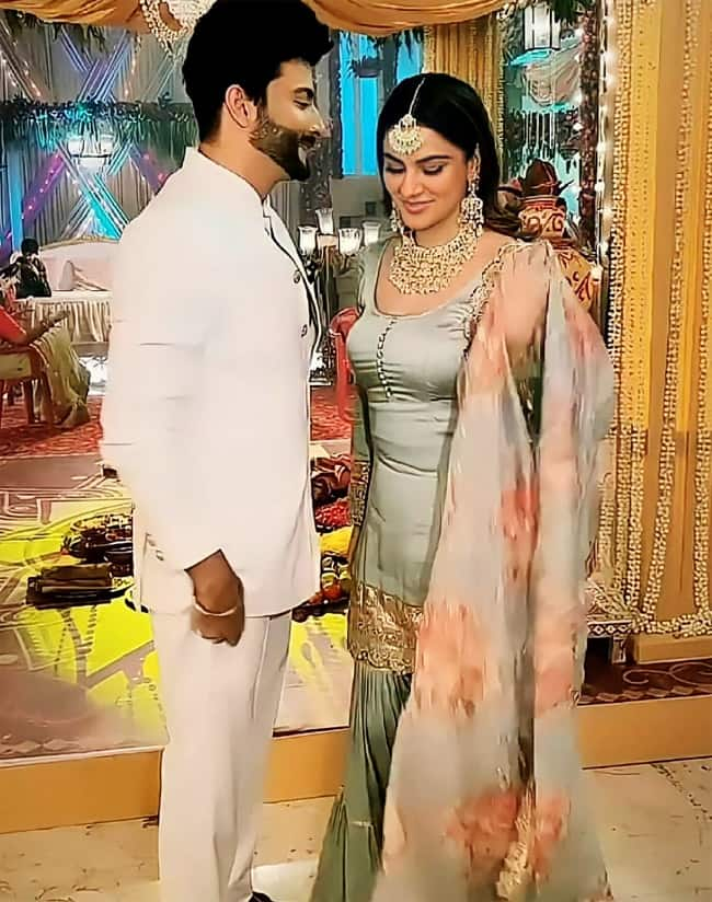 Shraddha Arya     Dheeraj Dhoopar   s romantic dance and cute BTS photos are unmissable