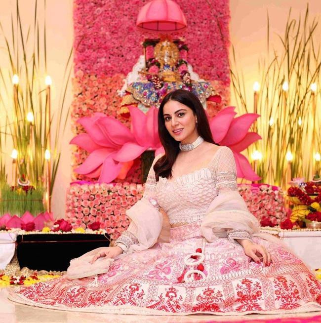 Shraddha Arya Gives Glimpse of Her Navratri Celebrations