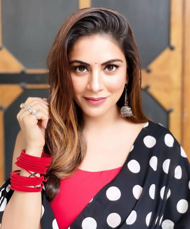 Shraddha Arya Looks Effortlessly Gorgeous