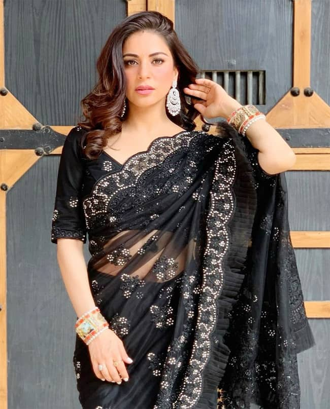 Shraddha Arya looks graceful in her new photoshoot 2021