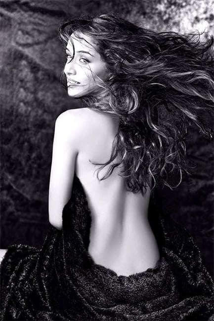 Shraddha Kapoor flaunts her sexy back in this picture