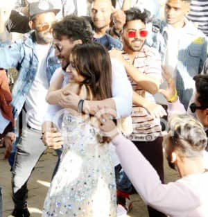 Tiger Shroff Surprises Shraddha Kapoor on Her Birthday With a Flash Mob Dance - Viral Photos