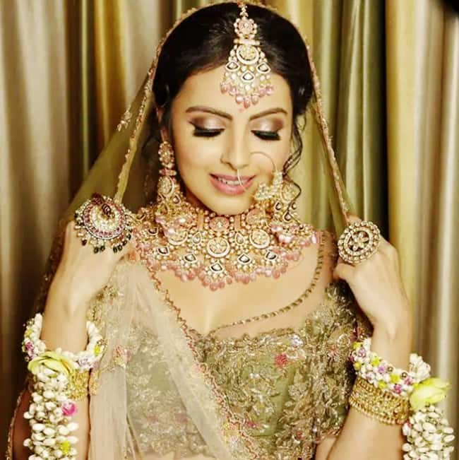 Shrenu Parikh is ready to mesmerize us with her bridal look
