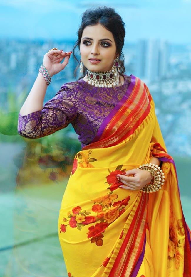Shrenu Parikh looks wonderful in a yellow saree