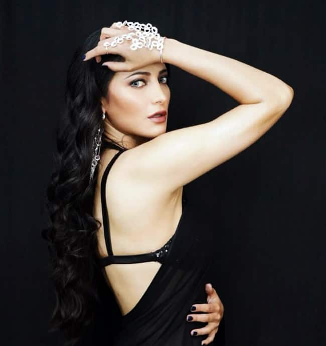 Shruti Haasan looks drop dead gorgeous in this black dress