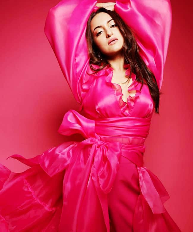 Sonakshi glams it up with this beautiful pink dress