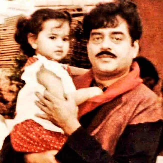 Sonakshi Sinha Adorable Pic With Father Shatrughan