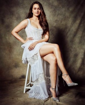 Happy Birthday Sonakshi Sinha: Best 10 Pictures of The Actor That Proves That She is The Hottest Diva of B'Town