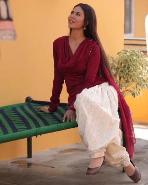 Sonam Bajwa's Hot Ethnic Look Sets Fans on Frenzy