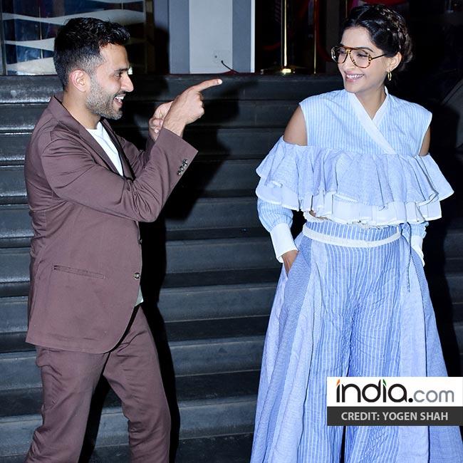 Veere Di Wedding screening: Sonam Kapoor, Jhanvi Kapoor
