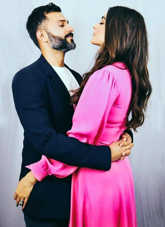 Sonam Kapoor and Anand Ahuja Look at Each Other and this cute pic is giving us GOALS