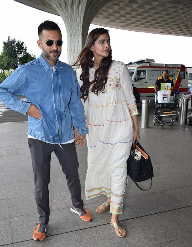 Sonam Kapoor and Anand Ahuja spotted at Mumbai airport