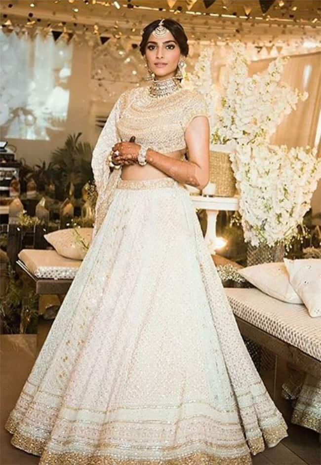 Sonam Kapoor dolled up for her sangeet party
