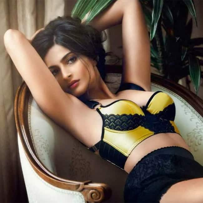 Sonam Kapoor looks hot and sexy | Sonam Kapoor hot and sexy