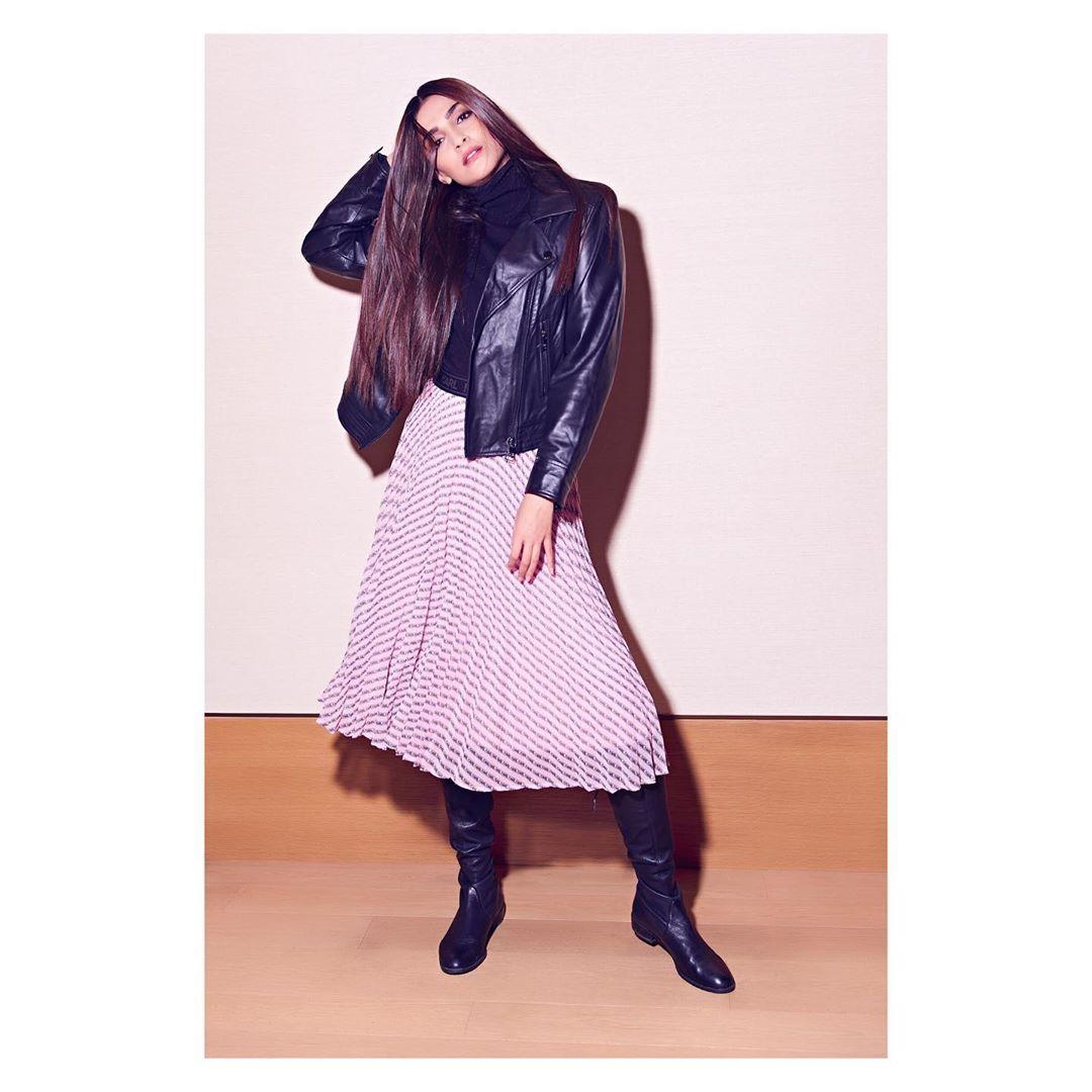 Sonam Kapoor Flaunts Her New Dress