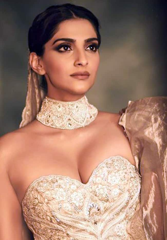 Sonam Kapoor is a Beauty to Behold in Abu Jani Sandeep Khosla Couture