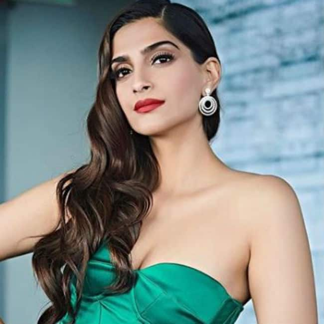 Sonam Kapoor looks hot and sexy