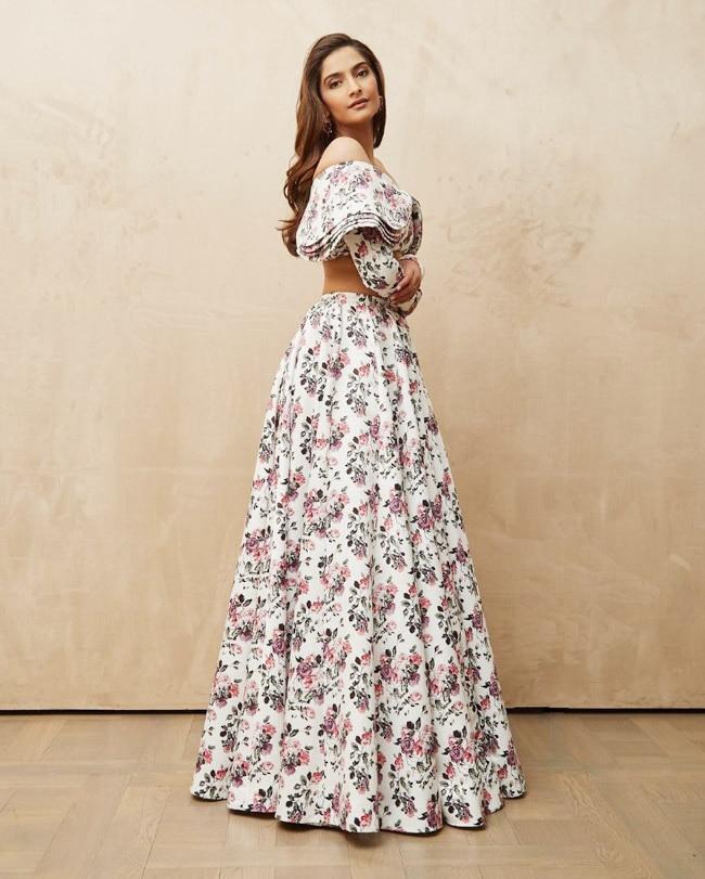 Sonam Kapoor rocks her stylish looks on the internet